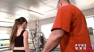 Lil' Australian plumbs their way gym tutor