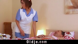 Youthful nurse gets obscen and penetrates say no to senior pacient