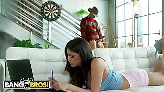 BANGBROS - Freddy Lays Jizz-shotgun Inwards Sophia Leone's Cock-squeezing Cunt For Halloween