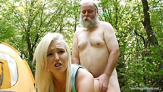 Old-n-Young.com - Lovita Fate - Mushroom hunter picks up comme �a pussy