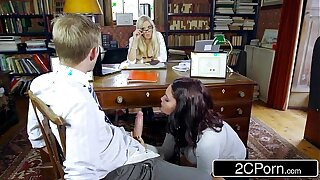 Sexy Student Emma Leigh Sucking Off Co-Ed accelerate Primary Rebecca Moore