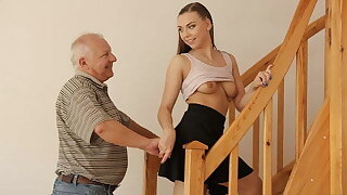 DADDY4K. Bf is busy with broken PC while his mega-slut gets fucked
